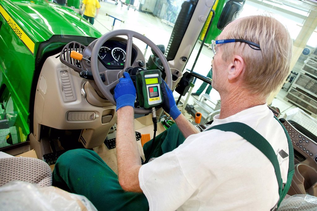 Stock Photo: 1848-709602 Electronic final check in the tractor production section at the European headquarters of the American agricultural machinery manufacturer John Deere, Deere & Company, Mannheim, Baden_Wuerttemberg, Germany, Europe