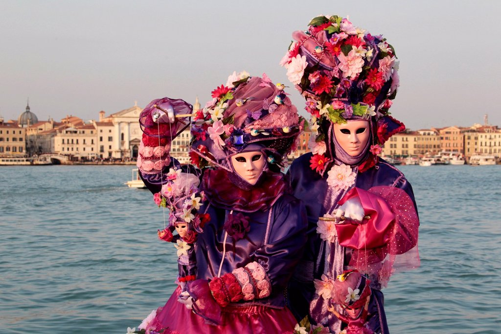 Stock Photo: 1848-709801 Man and woman wearing masks, Carnival in Venice, San Giorgio Maggiore, Venice, Veneto, Italy, Europe