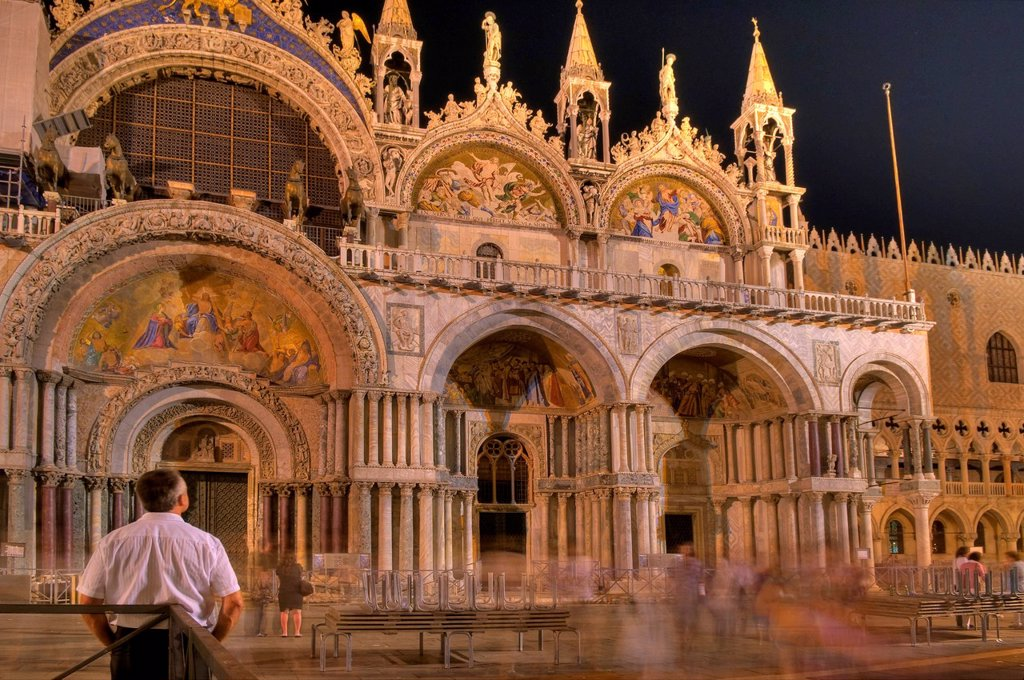 Basilica di San Marco, St Mark´s Basilica at night, prime example of Venetian_Byzantine architecture, built in 1094, on St. Mark´s Square, Venice, Veneto, Italy, Europe : Stock Photo