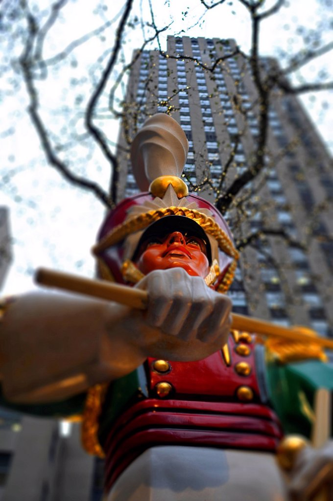 Christmas decorations, statue of a drummer, Manhattan, New York, USA, North America : Stock Photo