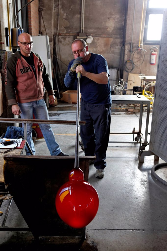 Stock Photo: 1848-712438 Giorgio Tiozzo, glassblower maestro, Salviati art glass factory, Murano, Venice, Venetia, Italy, Europe