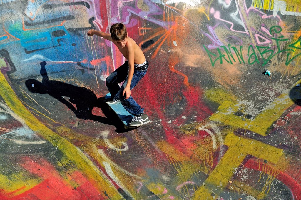 Stock Photo: 1848-713202 Skateboarder, 10 years, bowl of a skateboarding ramp, Brussels, Belgium, Europe, PublicGround