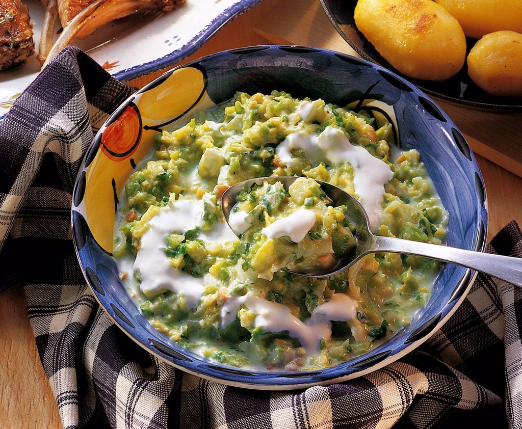 Stock Photo: 1848-713270 Creamy savoy cabbage with peanuts and double cream, whole food cuisine, Switzerland, recipe available for a fee