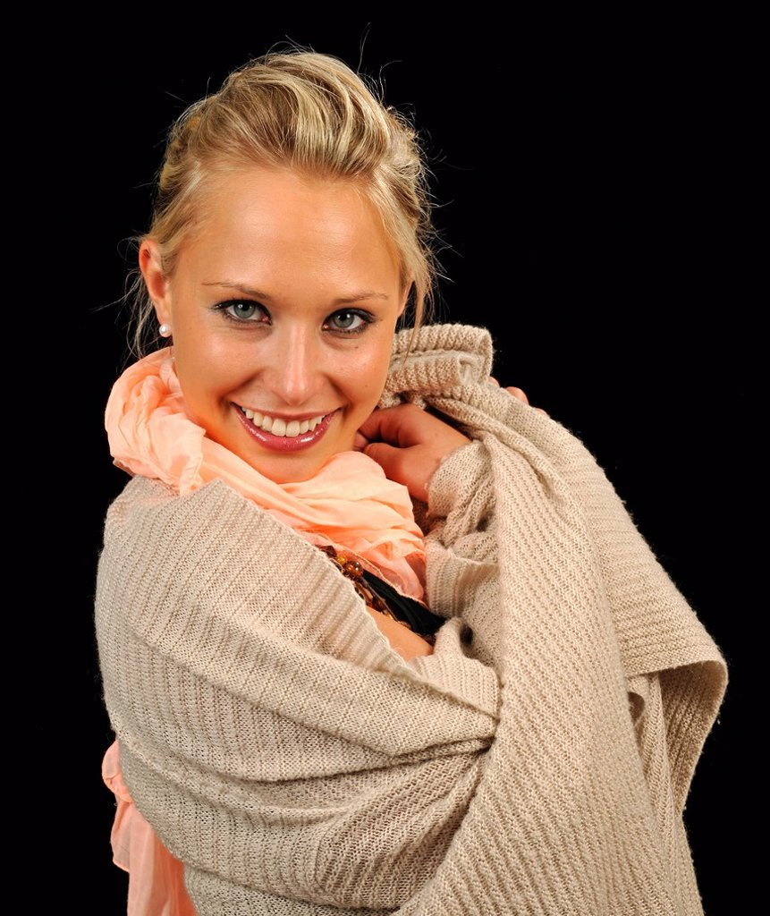 Young woman wearing a sweater and a scarf, cozy : Stock Photo