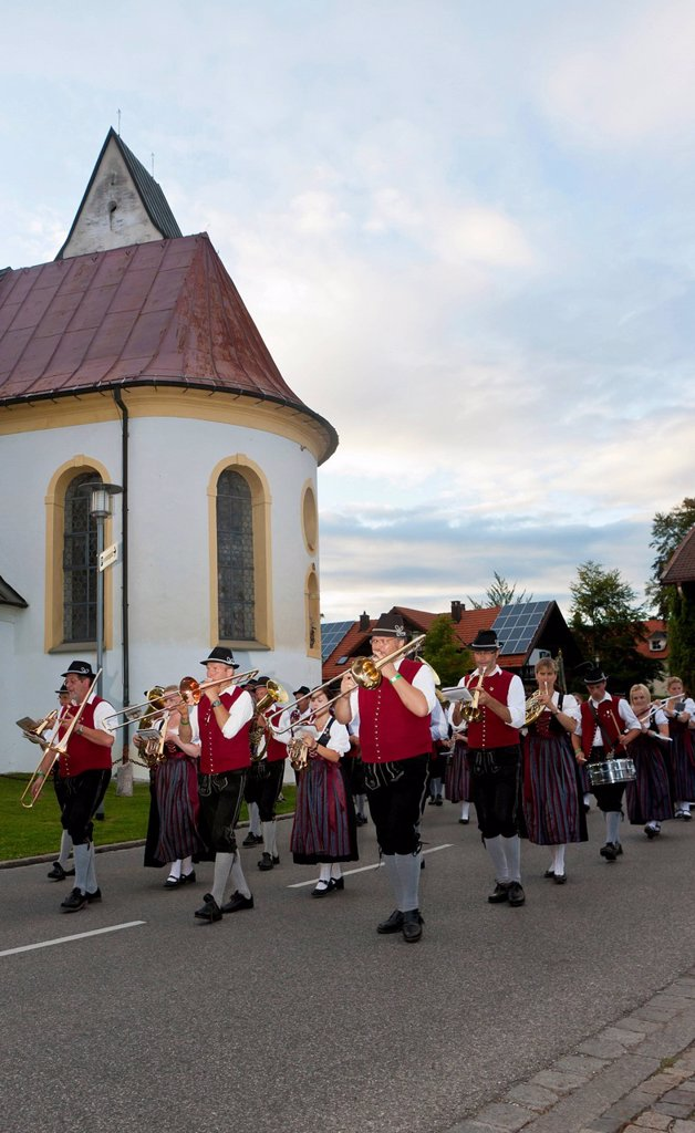 Stock Photo: 1848-715812 Parade to celebrate the opening of the cattle drive in Pfronten, Ostallgaeu, Allgaeu, Bavaria, Germany, Europe, PublicGround
