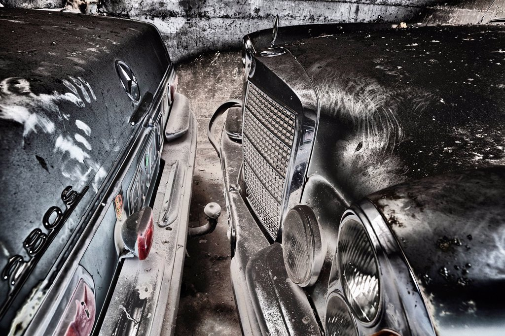 Stock Photo: 1848-716578 Vintage car in a garage