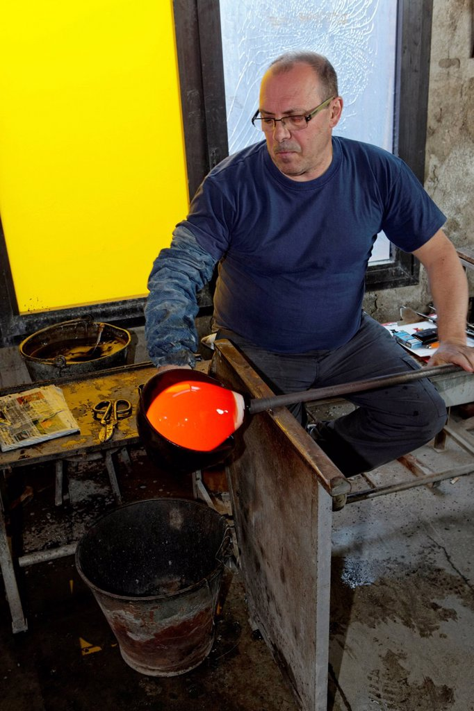 Stock Photo: 1848-717228 Giorgio Tiozzo, glassblower maestro, Salviati art glass factory, Murano, Venice, Venetia, Italy, Europe