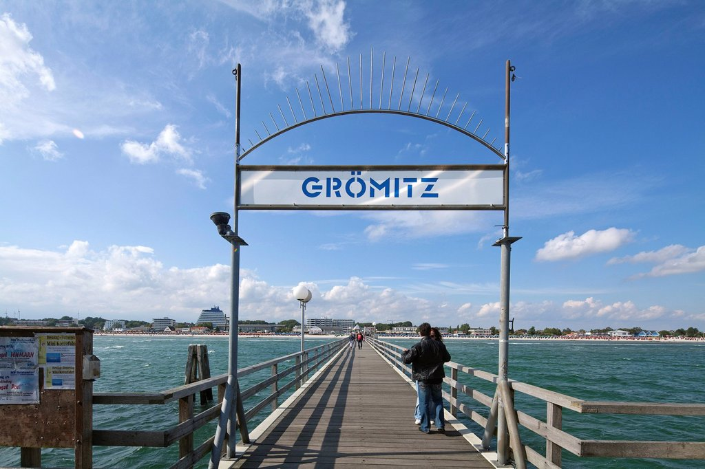Groemitz Pier, Baltic Sea resort town of Ostseebad Groemitz, Schleswig_Holstein, Germany, Europe : Stock Photo