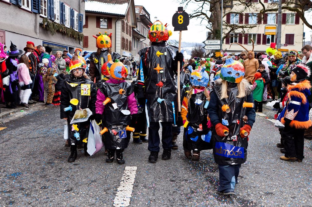 Stock Photo: 1848-719409 Extraterrestrials, costumes, 35th Motteri_Umzug parade in Malters, Lucerne, Switzerland, Europe