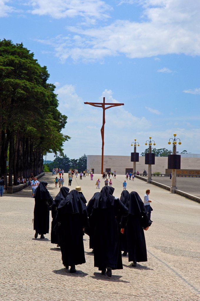 Stock Photo: 1848-723036 Nuns at the Sanctuary of Our Lady of Fatima, Fatima, Estremadura, Portugal, Europe
