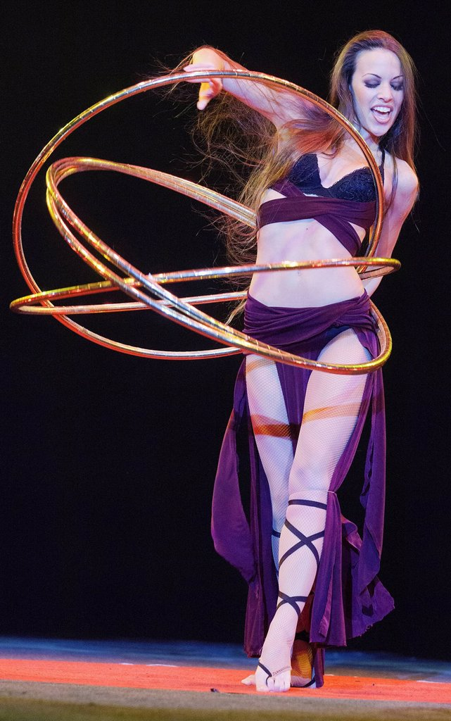 Hula_hoop performance, Romina Micheletty, FlicFlac Christmas Circus, premiere of Schrille Nacht, eilige Nacht, Westfalia Hall, Dortmund, North Rhine_Westphalia, Germany, Europe : Stock Photo