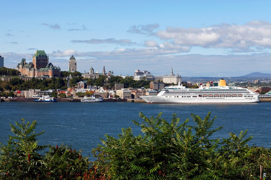 Stock Photo: 1848-723964 St. Lawrence River and Old Quebec City, UNESCO World Heritage Site, Quebec, Canada