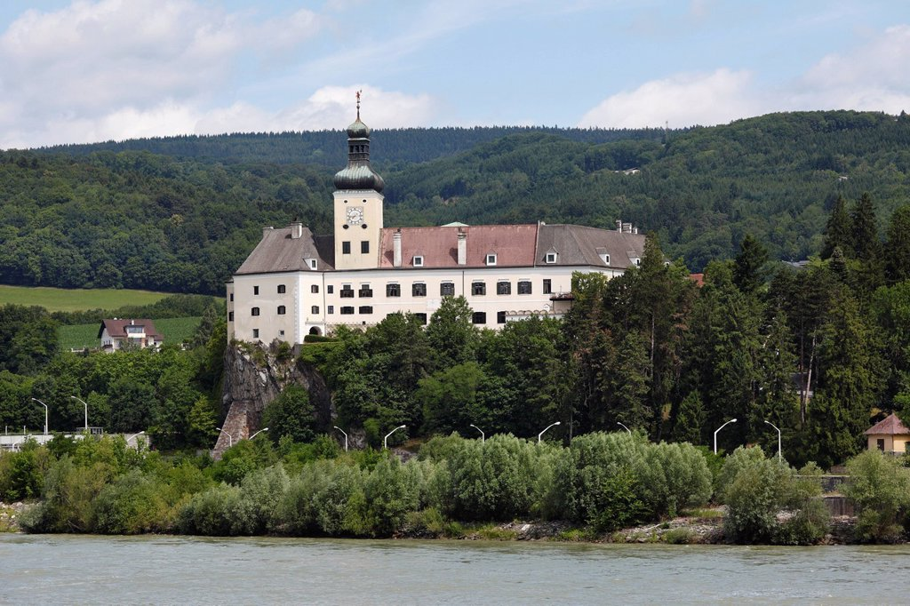 Stock Photo: 1848-724201 Schloss Persenbeug castle on the Danube, Strudengau, Nibelungengau, Waldviertel, Forest Quarter, Lower Austria, Austria, Europe, PublicGround