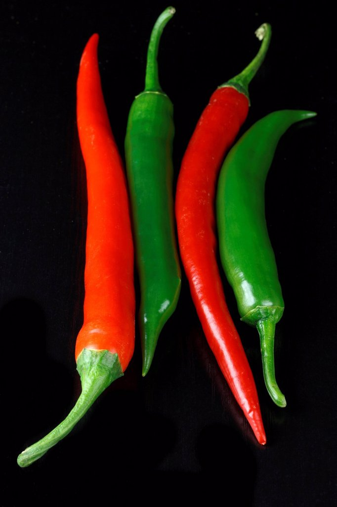 Stock Photo: 1848-724390 Red and green chilis