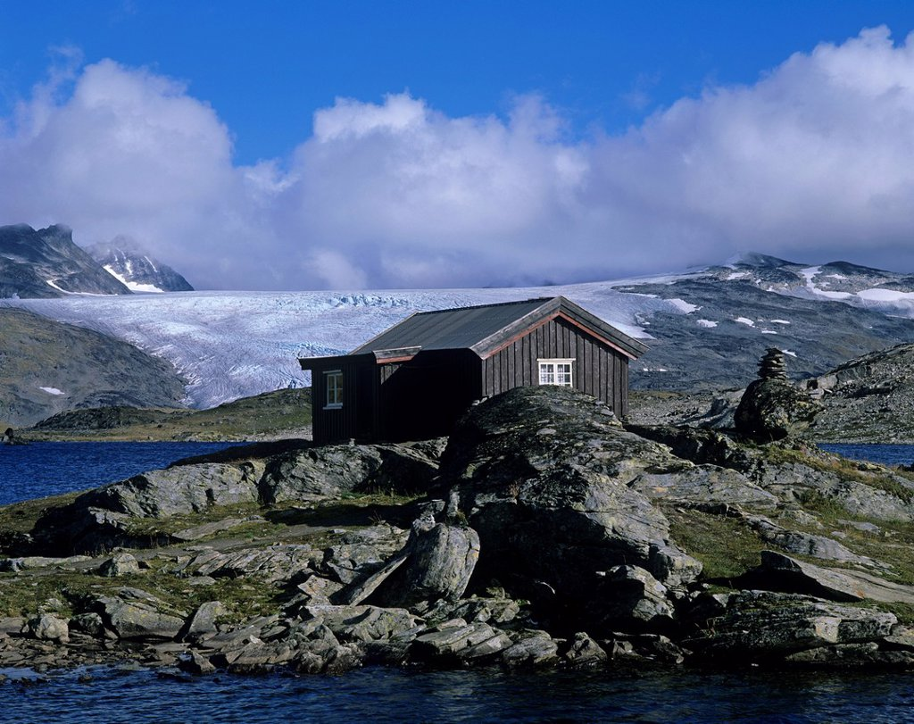 Stock Photo: 1848-725372 Mountain hut and glaciers, Sognefjell, Sogn og Fjordane, Norway, Scandinavia, Europe