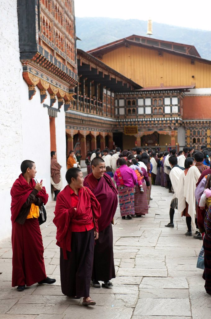 Stock Photo: 1848-725670 Tibetan Buddhist festival, monks and people wearing the traditional Gho robe, Rinpung Dzong Monastery and Fortress, Paro, Himalayas, Bhutan, South Asia, Asia