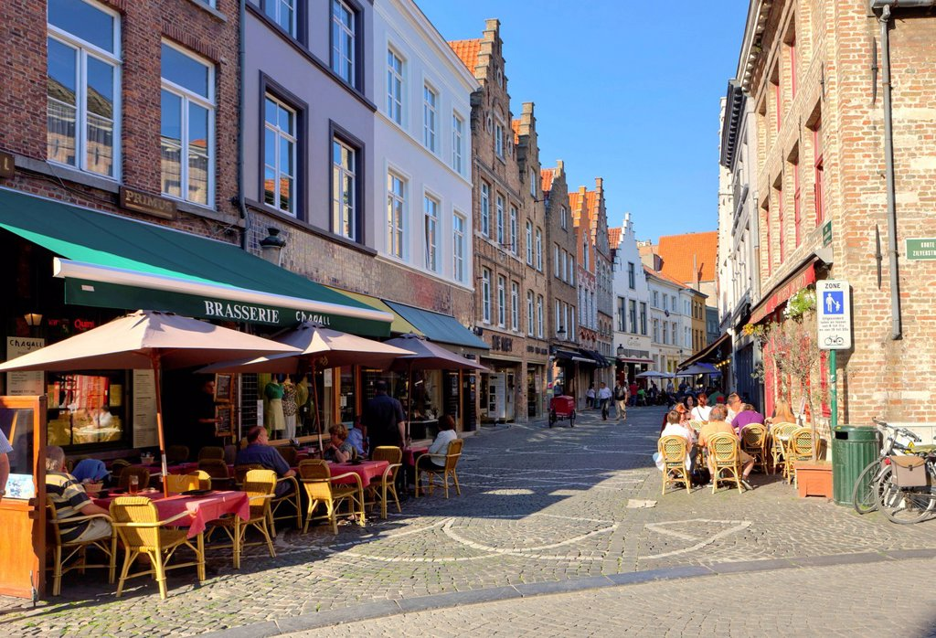 Street cafes on the Grote Markt market square, historic town centre of Bruges, UNESCO World Heritage Site, West Flanders, Flemish Region, Belgium, Europe : Stock Photo