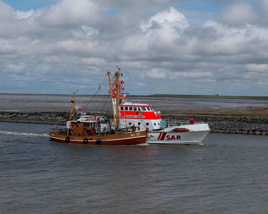 Stock Photo: 1848-726447 SAR rescue cruiser, Bernhard Gruben, towing a shrimp cutter, Nordstrand NOR 232, with engine failure into port, Norddeich, Lower Saxony Wadden Sea, Germany, Europe