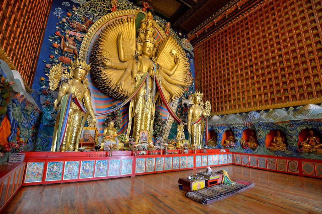 Stock Photo: 1848-726821 Tibetan Buddhism, new large gilded Buddha statue, Avalokiteshvara with a thousand arms, Wutun Si Monastery, Tongren, Repkong, Qinghai, formerly Amdo, Tibet, China, Asia