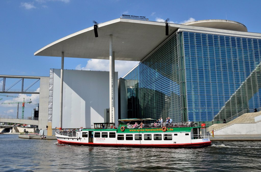 Excursion boat in front of the Marie_Elisabeth_Lueders_Building and the Paul_Loebe_Building, Reichstagsufer, bank of the Reichstag, Spreebogen, bend in the Spree river, Government District, Berlin, Germany, Europe, PublicGround : Stock Photo