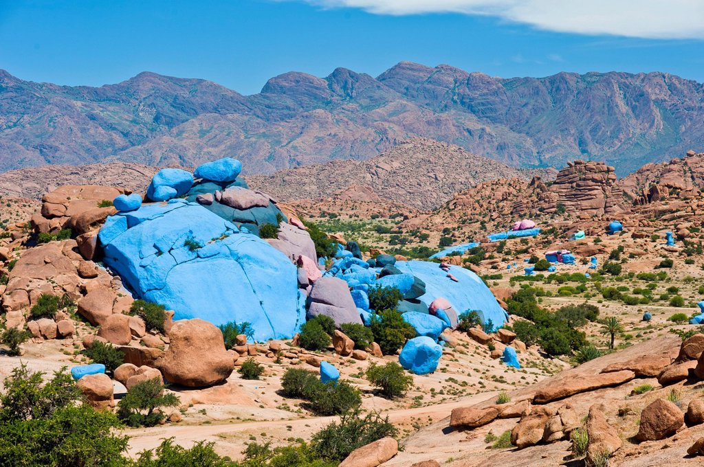 Stock Photo: 1848-729104 Painted rocks, rock paintings by the Belgian artist Jean Verame near Tafraoute, Anti_Atlas mountain range, southern Morocco, Morocco, Africa