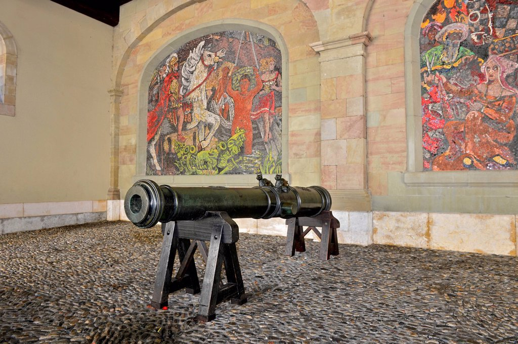 Medieval cannon of the Geneva artillery in the former armoury, at back mosaic by Alexandre Cingria depicting the arrival of Julius Caesar in Geneva, Geneva, Switzerland, Europe : Stock Photo