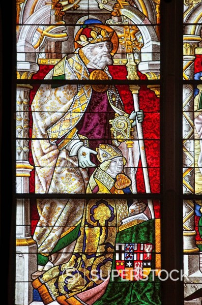 Epiphany window, St Peter with Hermann of Hesse or Pacificus or The Peaceful, circa 1450_1508, Archbishop_Elector of Cologne as Hermann IV, Archbishop of Cologne, as Hermann I, Prince_Bishop of Paderborn, coloured stained glass window in Koelner Dom, Colo. Epiphany window, St Peter with Hermann of Hesse or Pacificus or The Peaceful, circa 1450_1508, Archbishop_Elector of Cologne as Hermann IV, Archbishop of Cologne, as Hermann I, Prince_Bishop of Paderborn, coloured stained glass window in Koeln : Stock Photo