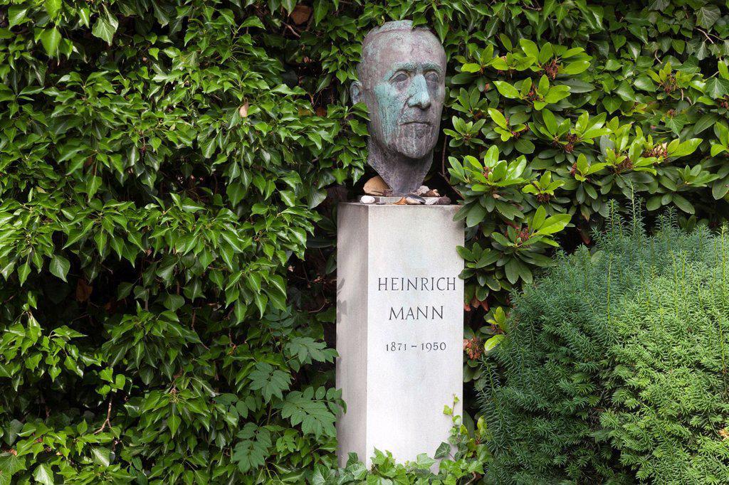 Stock Photo: 1848-741041 Grave of Heinrich Mann in the Dorotheenstaedtischer Friedhof cemetery, Berlin, Germany, Europe