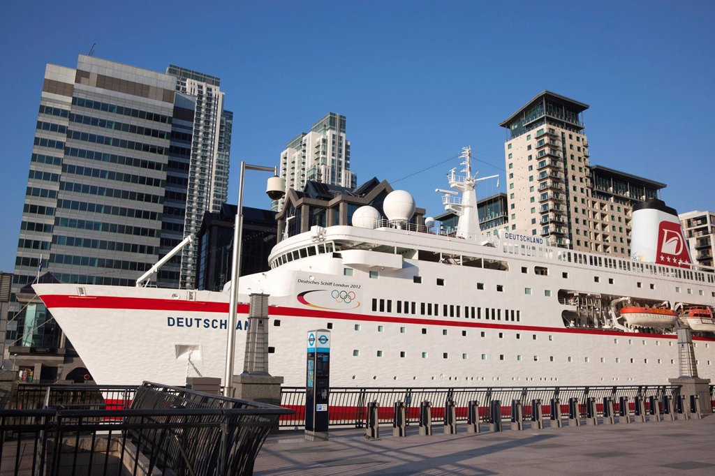 Cruise liner MS Deutschland moored at West India Dock in Canary Wharf during the 2012 Olympics in London, England, United Kingdom, Europe : Stock Photo