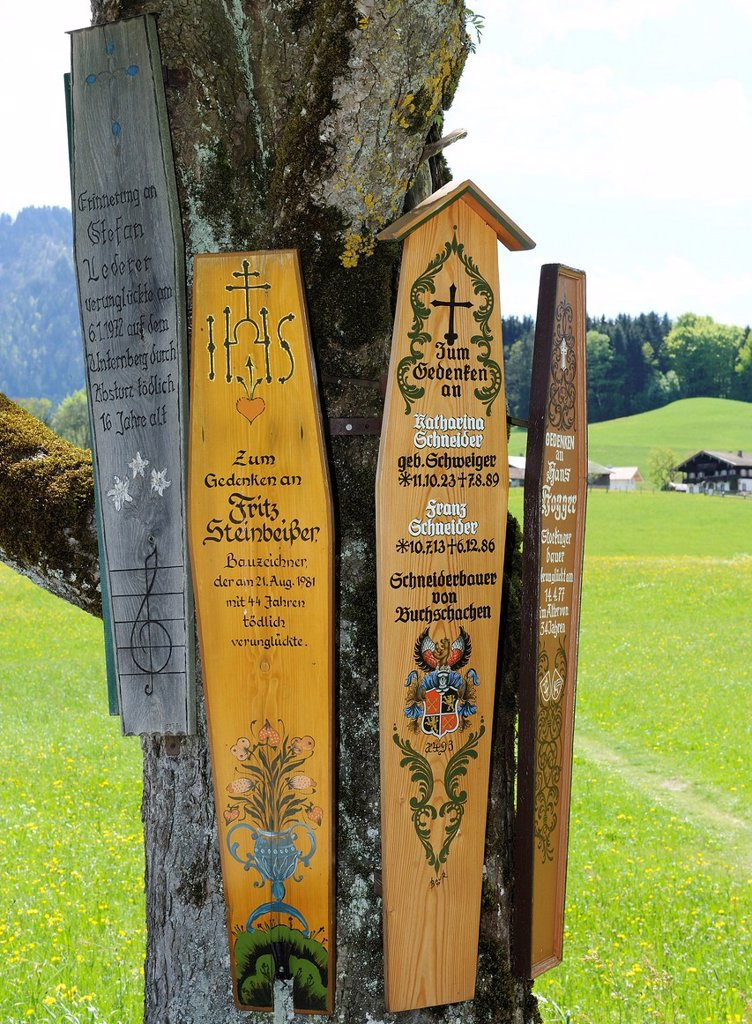 Stock Photo: 1848-741194 Boards commemorating the dead near the Parish Church of St George, Ruhpolding, Chiemgau, Upper Bavaria, Bavaria, Germany, Europe, PublicGround