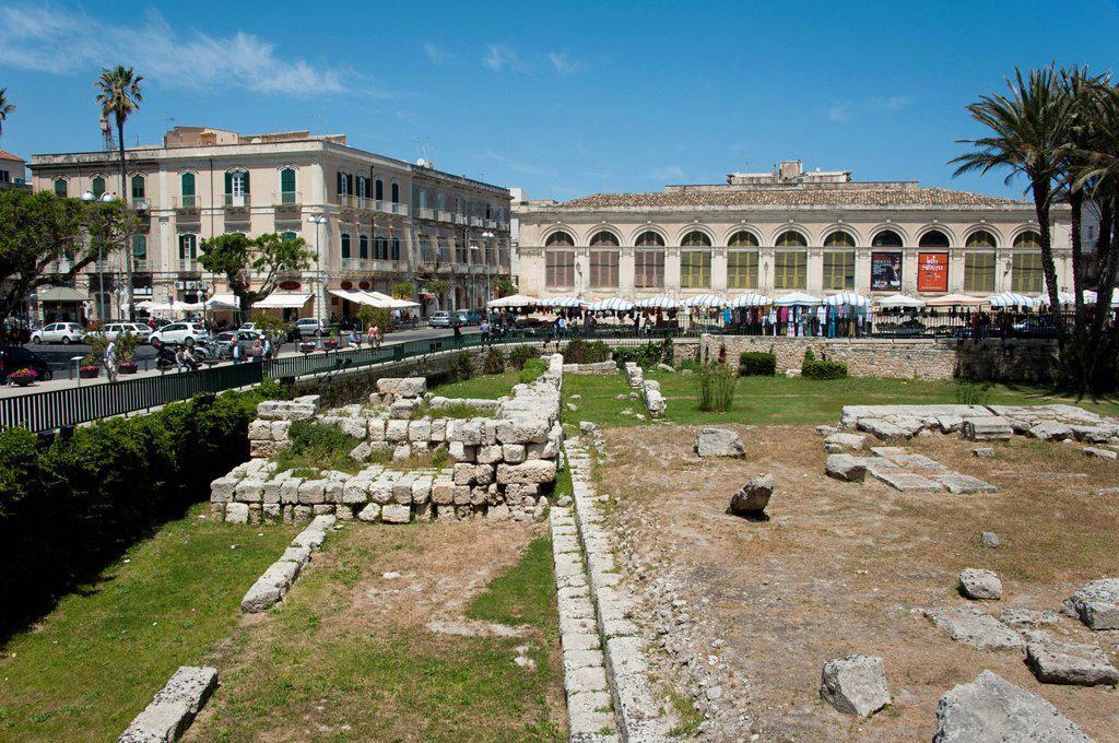 Market Hall and the Temple of Apollo, Syracuse, Ortygia or Ortigia, Sicily, Italy, Europe : Stock Photo