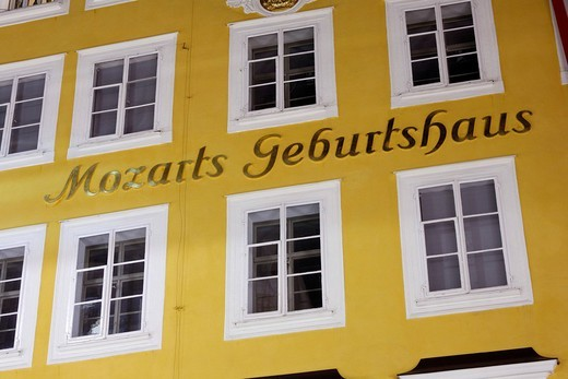 Mozart´s birth house, Getreidegasse, Grain Lane, Salzburg, Austria, Europe : Stock Photo