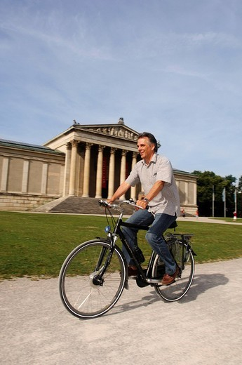 Stock Photo: 1848-74651 Best Ager, bicyclist, bike tour, Koenigsplatz Square, Munich, Bavaria, Germany, Europe