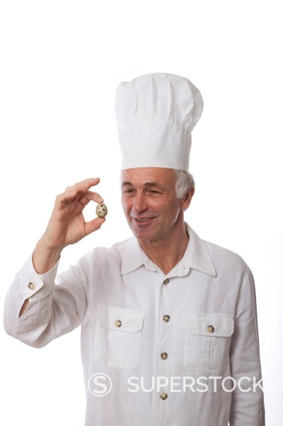 Stock Photo: 1848-747073 Chef holding a quail´s egg