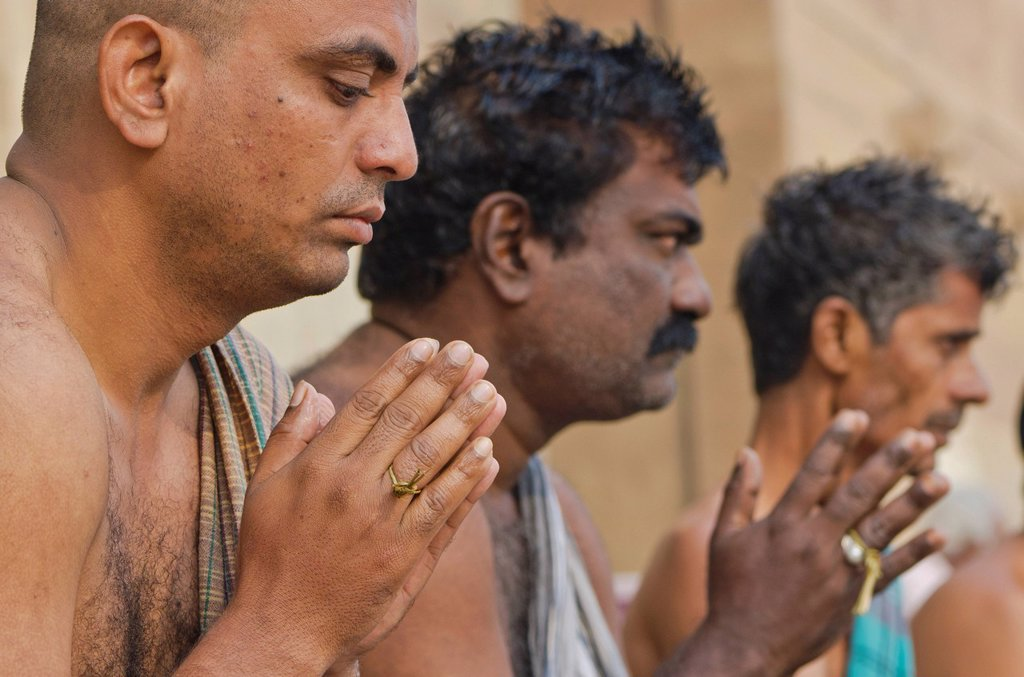 Stock Photo: 1848-747666 Praying men performing a ritual for the soul of a deceased person, at the ghats of Varanasi, India, Asia