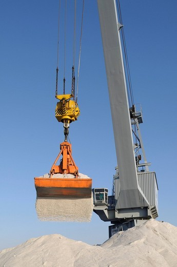 Port of Bonn, bulk cargo handling, revolving crane handling salt, North Rhine_Westphalia, Germany, Europe : Stock Photo