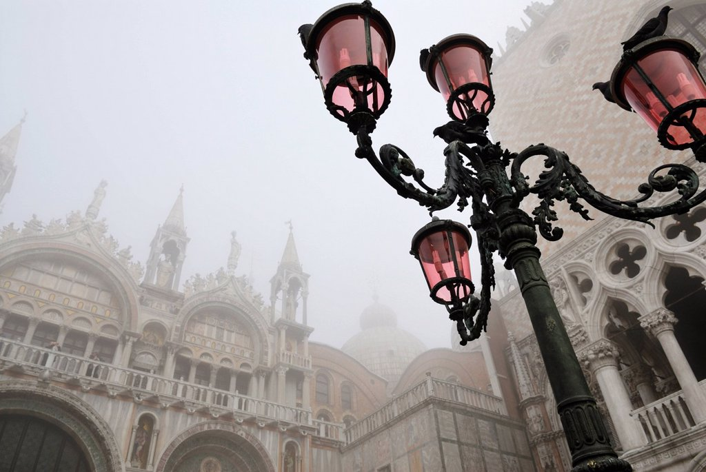 Street lamps, St Mark´s Basilica in the mist, St. Mark´s Square, Venice, Veneto, Italy, Europe : Stock Photo