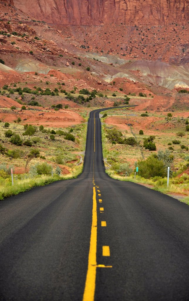 U.S. Highway 24, large buckle of the Waterpocket Fold, Capitol Reef National Park, Utah, Southwestern USA, USA : Stock Photo