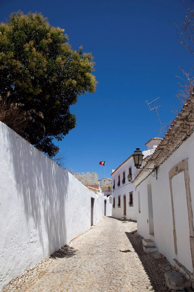 Lane with whitewashed houses in Loulé, Algarve, Portugal, Europe : Stock Photo