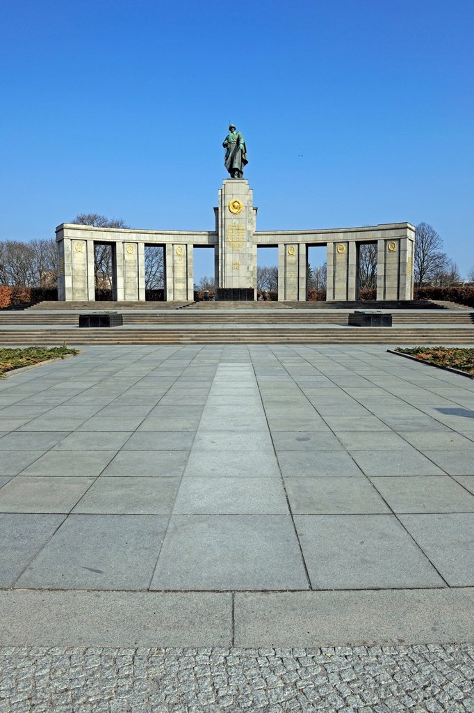 Stock Photo: 1848-753478 Soviet War Memorial for fallen Russian and Soviet Union soldiers of the Second World War, Strasse des 17. Juni street, Berlin, Germany, Europe