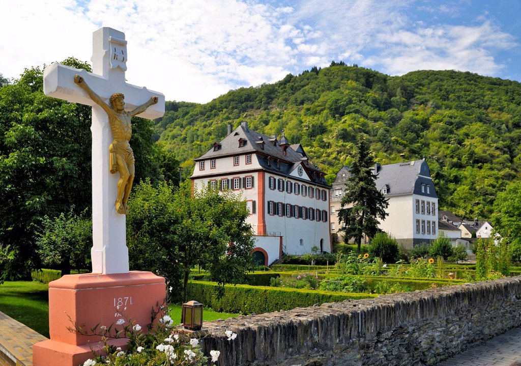 Historical Parish Priory Garden of Hirzenach, rectory of St. Bartholomew´s Church, Hirzenach, Boppard, Upper Middle Rhine Valley, UNESCO World Cultural Heritage Site, Rhineland_Palatinate, Germany, Europe : Stock Photo