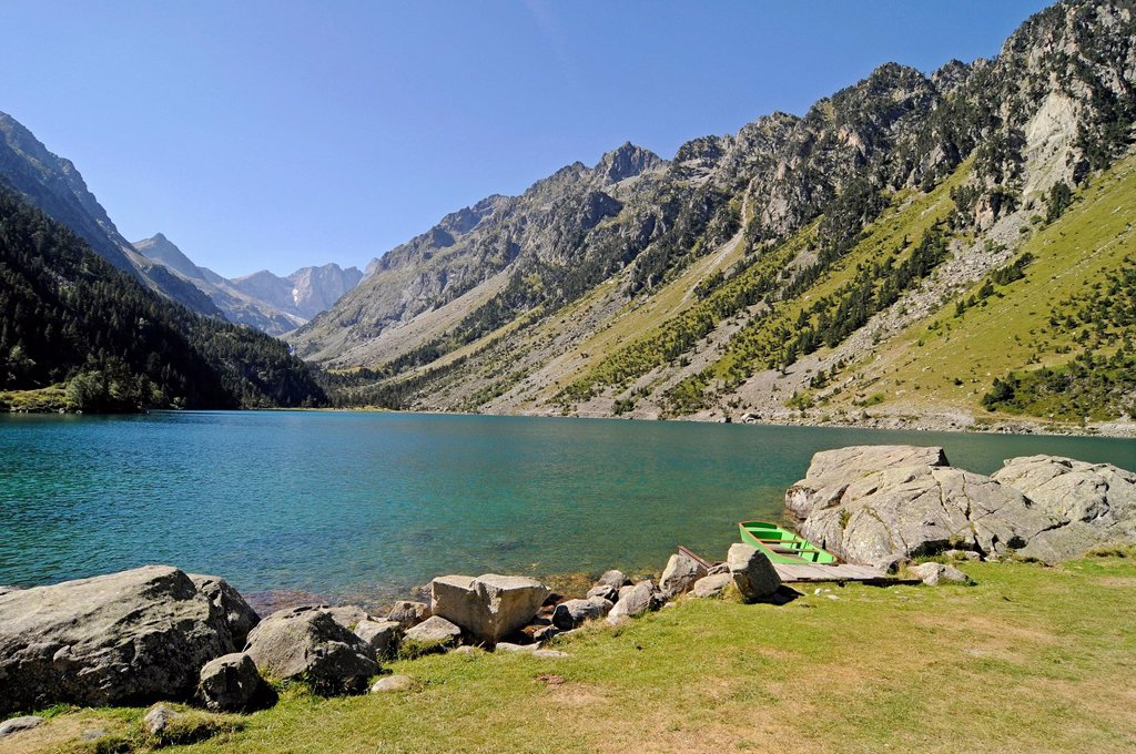 Stock Photo: 1848-754050 Lake Lac de Gaube, Cauterets, Midi_Pyrénées region, Pyrenees, national park, mountain landscape, Hautes_Pyrenees department, France, Europe, PublicGround