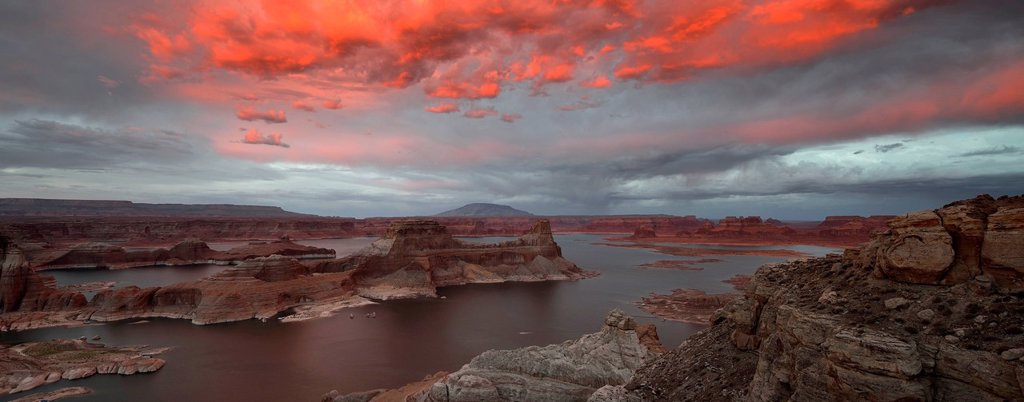 Panoramic view, view after sunset from Alstrom Point to Lake Powell illuminated by clouds, Padre Bay with Gunsight Butte and Navajo Mountain, Bigwater, Glen Canyon National Recreation Area, Arizona, Southwestern USA, Utah, USA : Stock Photo