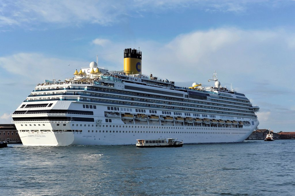 Stock Photo: 1848-755550 Costa Favolosa, a cruise ship, built in 2011, 290m, 3000 passengers, departing, Venice, Veneto, Italy, Europe
