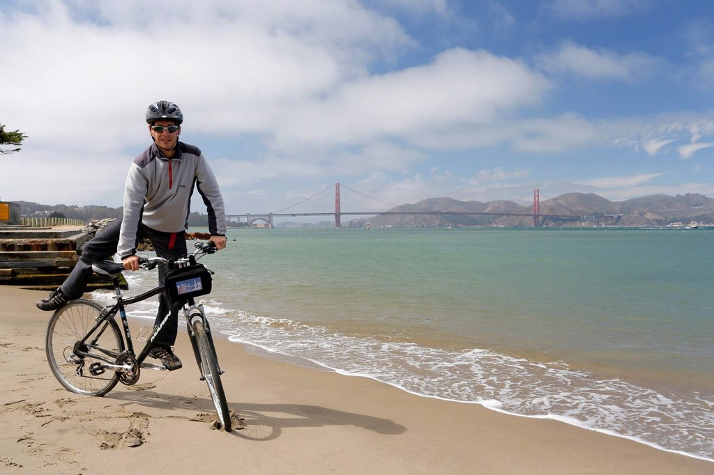 Stock Photo: 1848-756792 Cyclist, Golden Gate Bridge at the back, San Francisco, California, USA
