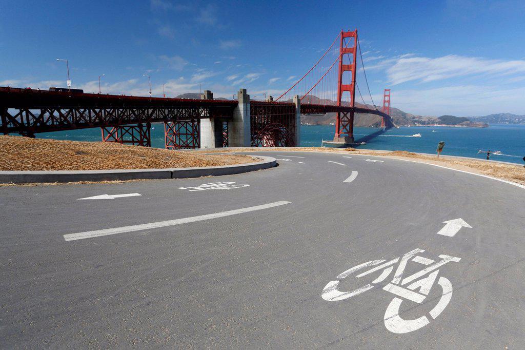 Bike path in front of the Golden Gate Bridge, San Francisco, California, USA : Stock Photo