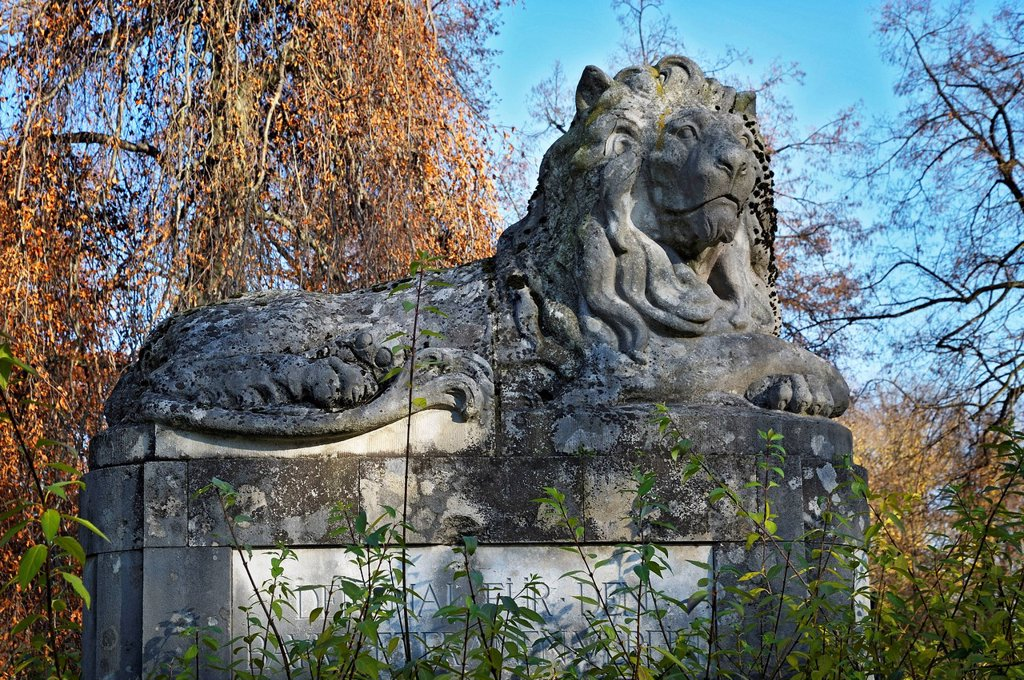 Stock Photo: 1848-764188 Lion sculpture, war memorial, Ostfriedhof, East Cemetery, Munich, Bavaria, Germany, Europe