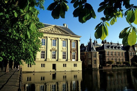 Mauritshuis Museum and the Binnenhof complex of buildings of Parliament on Hofvijver, Court´s Pond, The Hague, Province of South Holland, Zuid_Holland, Netherlands, Benelux, Europe : Stock Photo