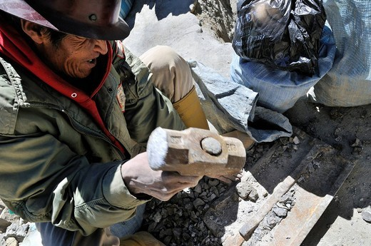 Stock Photo: 1848-80378 Miner breaking up stones in search of bronze, tin, zinc, Llallagua mining centre, Potosi, Bolivia, South America