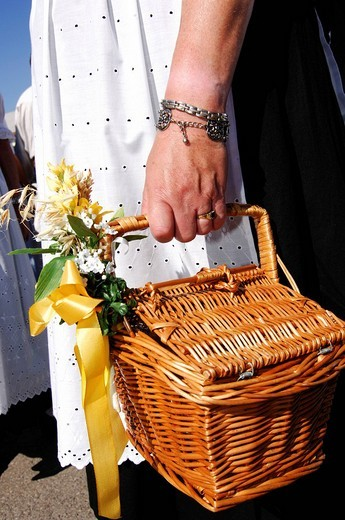 Hand holding a basket during a procession for wearing traditional costumes, Wies´n, Oktoberfest, Munich, Bavaria, Germany, Europe : Stock Photo